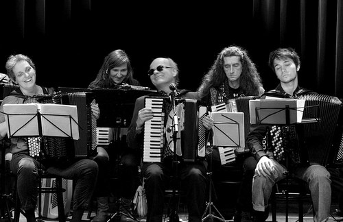 Das Zieharmonische Orchester Wien feat. Otto Lechner